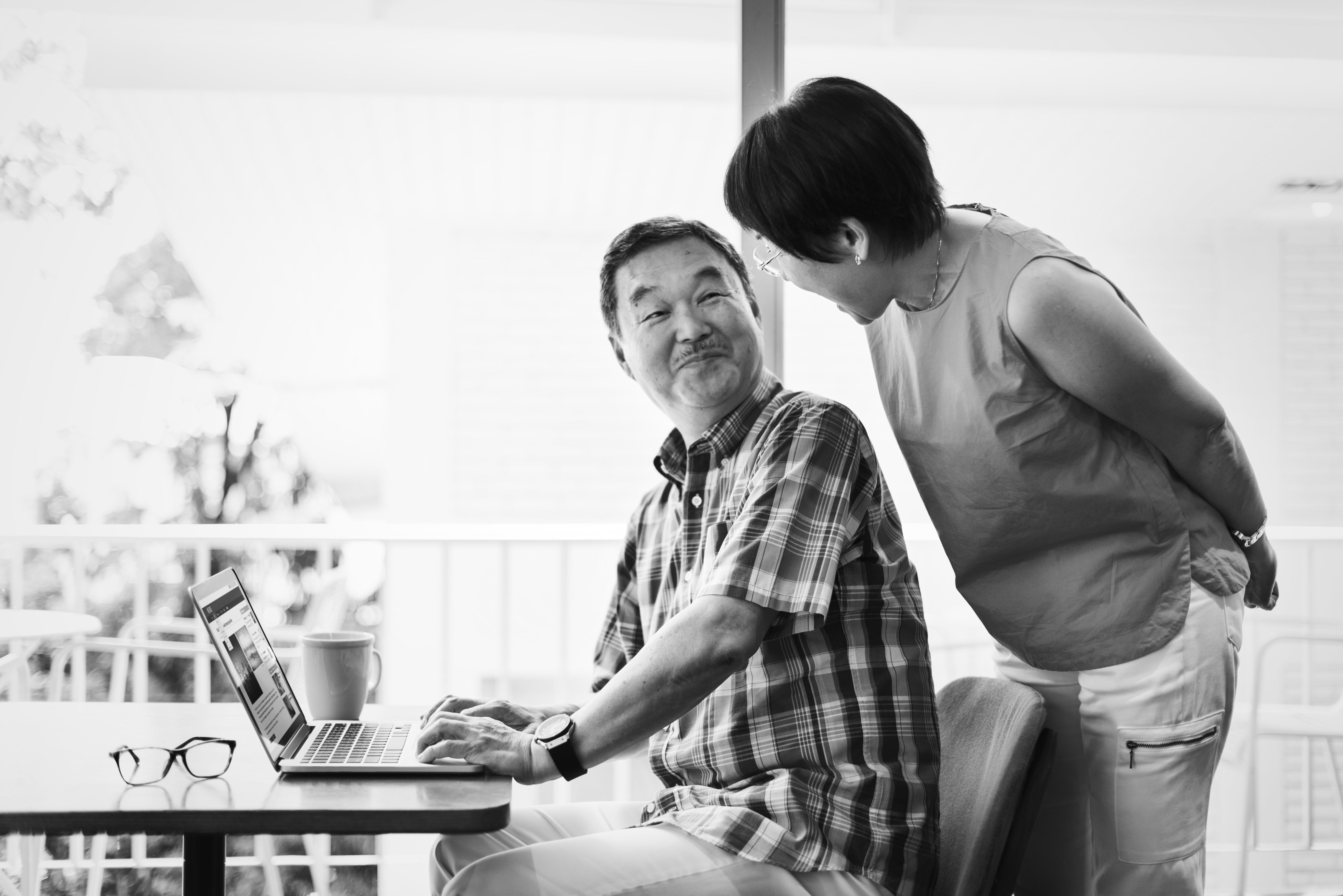 asian-senior-couple-at-home-XMUW7AH