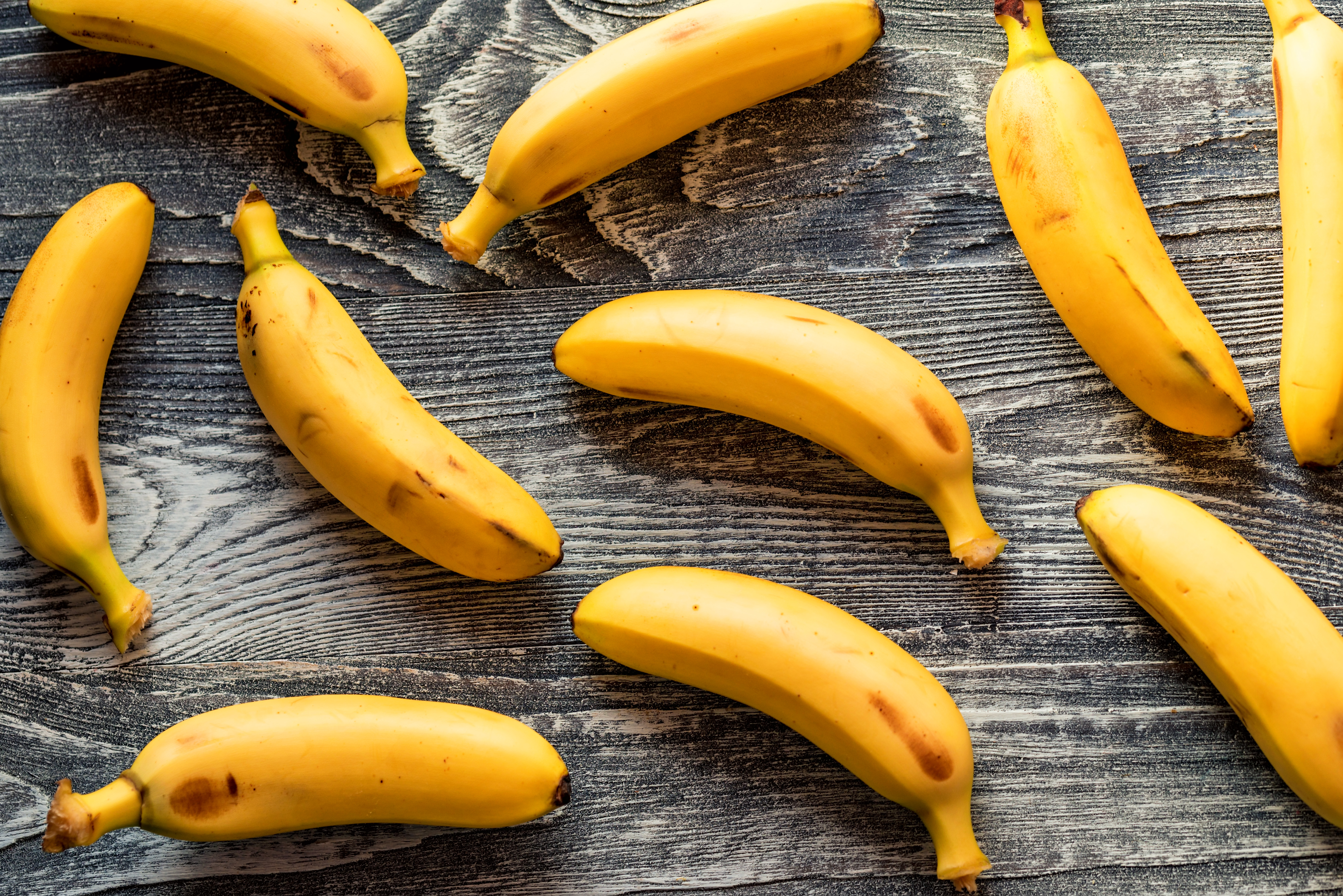bunch-of-bananas-on-wooden-background-F94XJY6