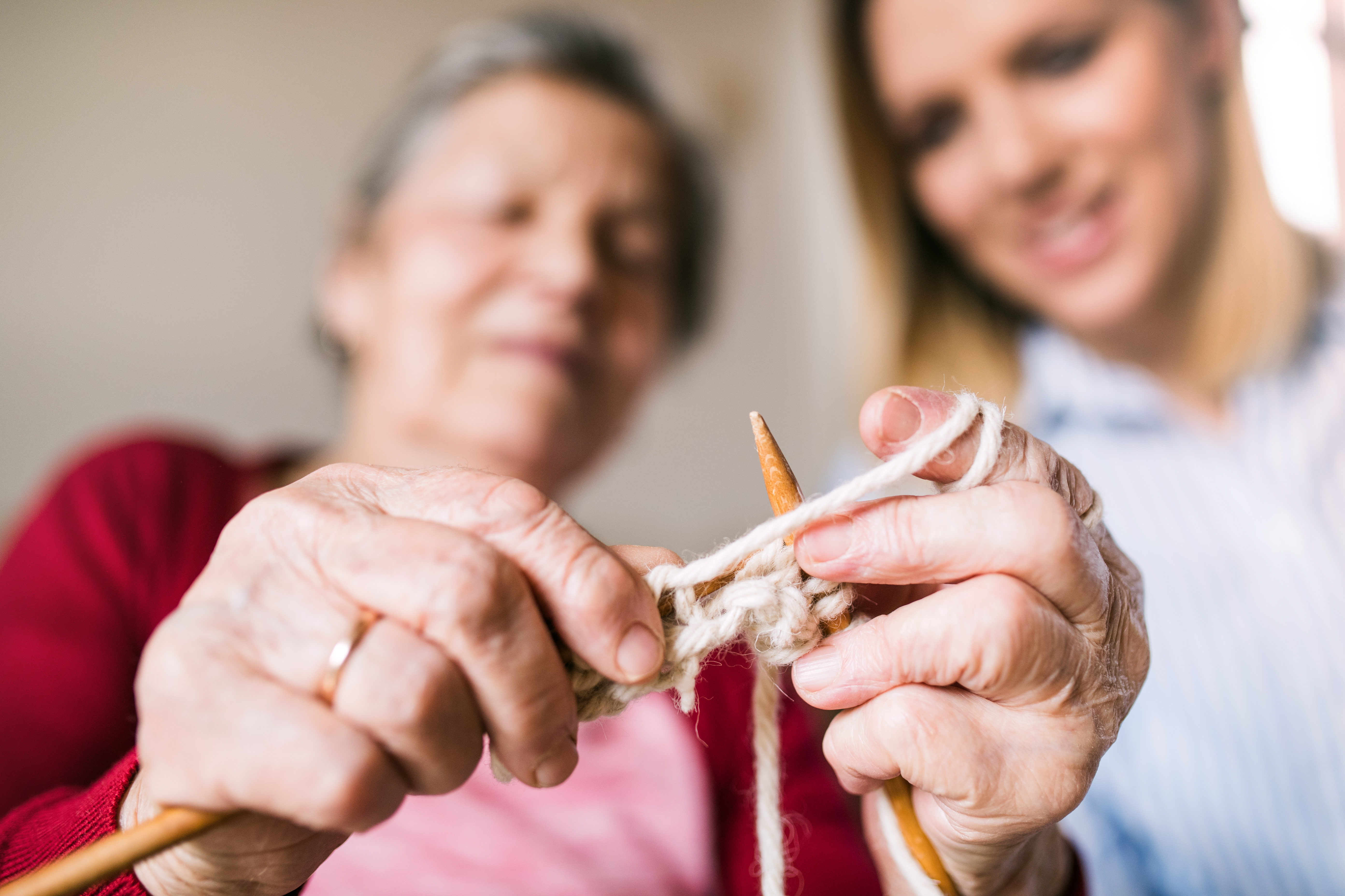Senior Knitting helps the brain and body