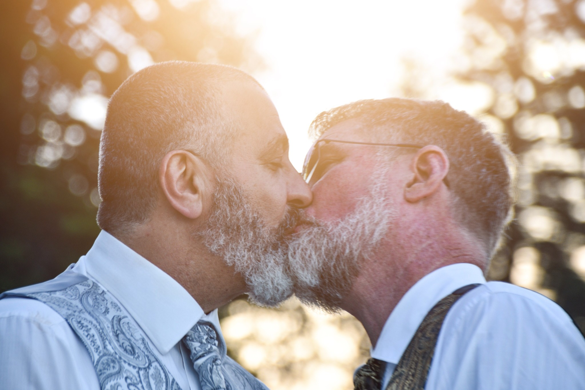 men-modern-wedding-marriage-same-sex_t20_dx0W8l