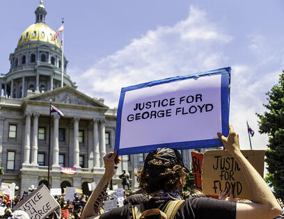 people-in-denver-colorado-protesting-the-murder-of-george-floyd_t20_R0l7BX